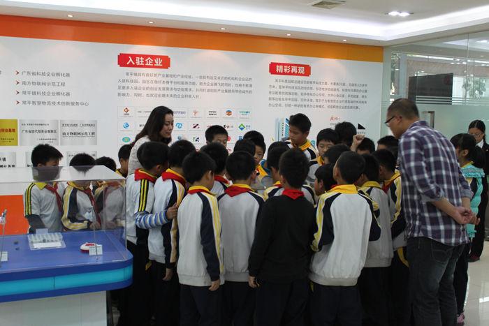 常平镇青少年科技活动周,板石小学师生到常平科技园参观